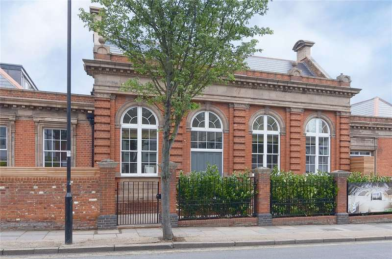 2 Bedrooms Semi Detached House for sale in Winchester Street, London, W3
