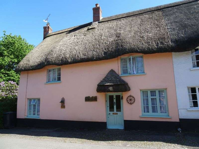 2 Bedrooms Property for sale in Chulmleigh, Devon