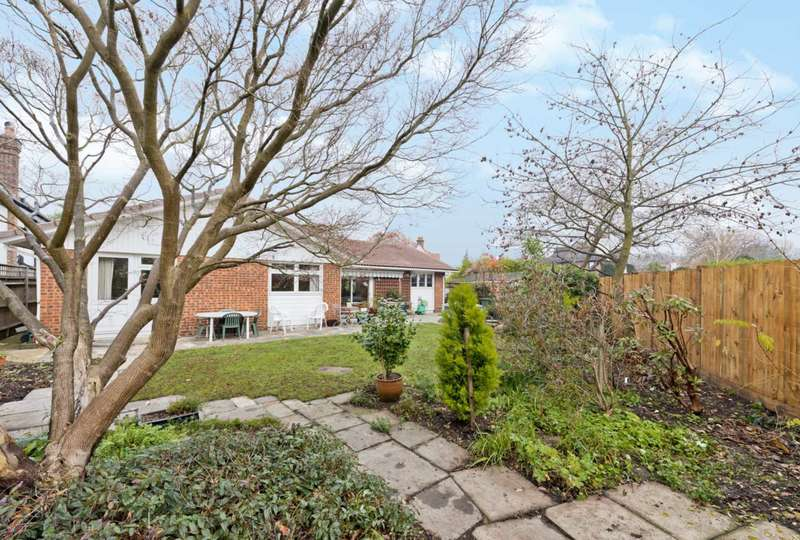 3 Bedrooms Bungalow for sale in Portsmouth Avenue, Thames Ditton