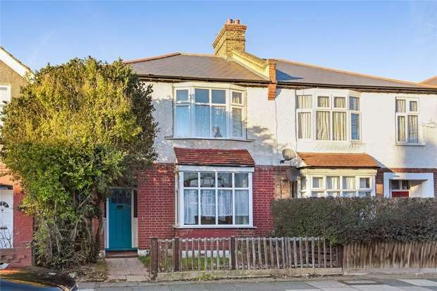 3 Bedrooms Semi Detached House for sale in Heather Road, LONDON