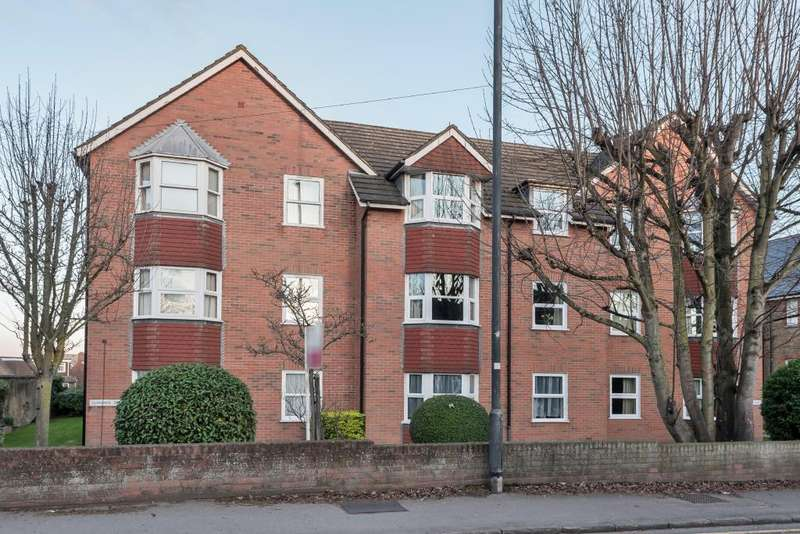 1 Bedroom Flat for sale in Clarence Court, Maidenhead, SL6