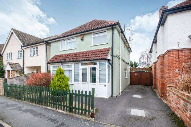 3 Bedrooms Detached House for sale in Frimley, Surrey, .