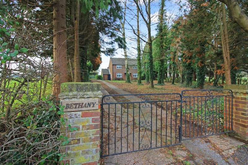 3 Bedrooms Detached House for sale in Chesham Road, Wigginton