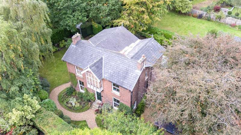 5 Bedrooms Detached House for sale in Old School Lane, Cheadle Hulme