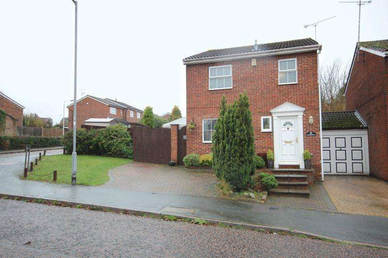 3 Bedrooms Detached House for sale in Pinford Dell, Luton