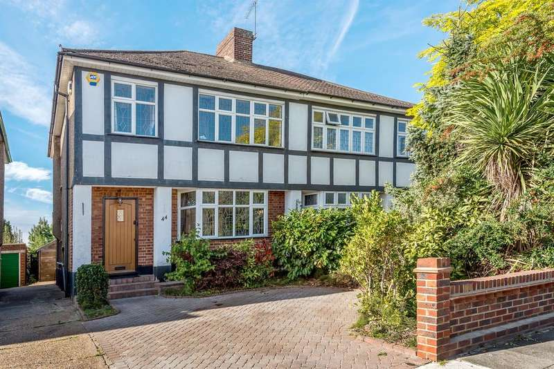 3 Bedrooms Semi Detached House for sale in Hacton Drive, Hornchurch, RM12 6DP