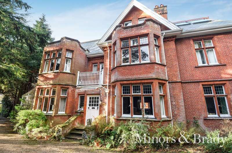 8 Bedrooms Detached House for sale in Staitheway Road, Wroxham