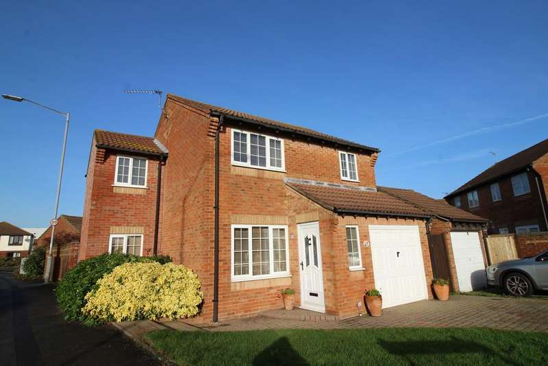 3 Bedrooms Detached House for sale in Everdon Lane, Portsmouth