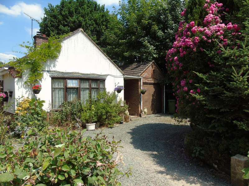 3 Bedrooms Bungalow for sale in The Avenue, Mortimer Common, Reading, Berkshire, RG7