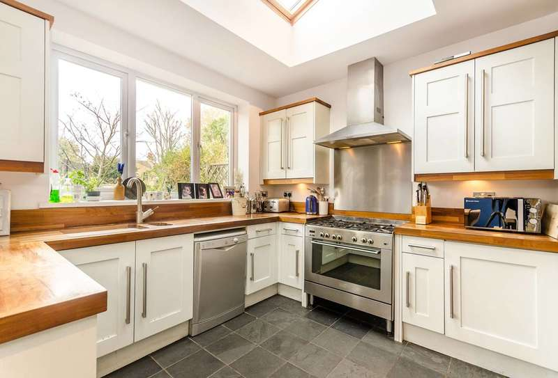 5 Bedrooms Terraced House for sale in Torridon Road, Hither Green, SE6