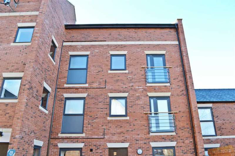 2 Bedrooms Apartment Flat for sale in Lock Court, Upper Cambrian Road, Chester