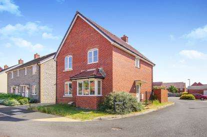 4 Bedrooms Detached House for sale in Blue Cedar Close, Yate, Bristol, Gloucestershire