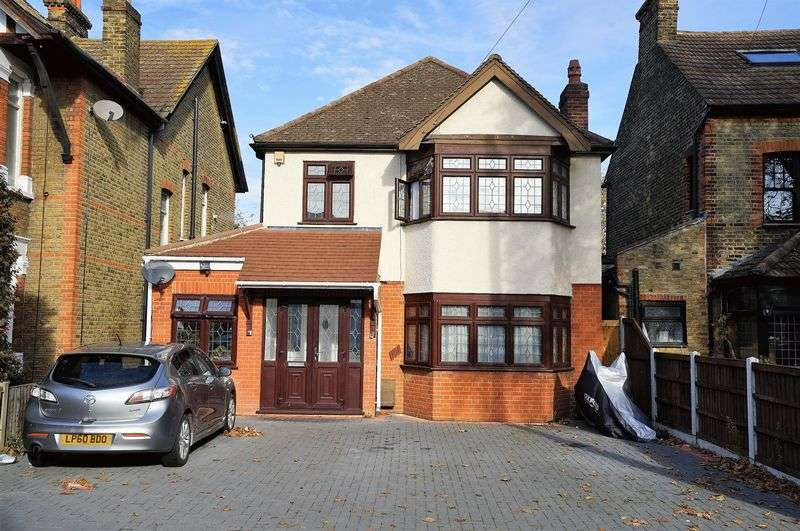 4 Bedrooms Property for sale in Heath Park Road, Romford