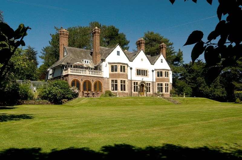 8 Bedrooms Property for sale in Croft Drive, Caldy, Wirral