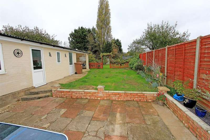 3 Bedrooms Semi Detached House for sale in Staverton Road, Werrington, Peterborough