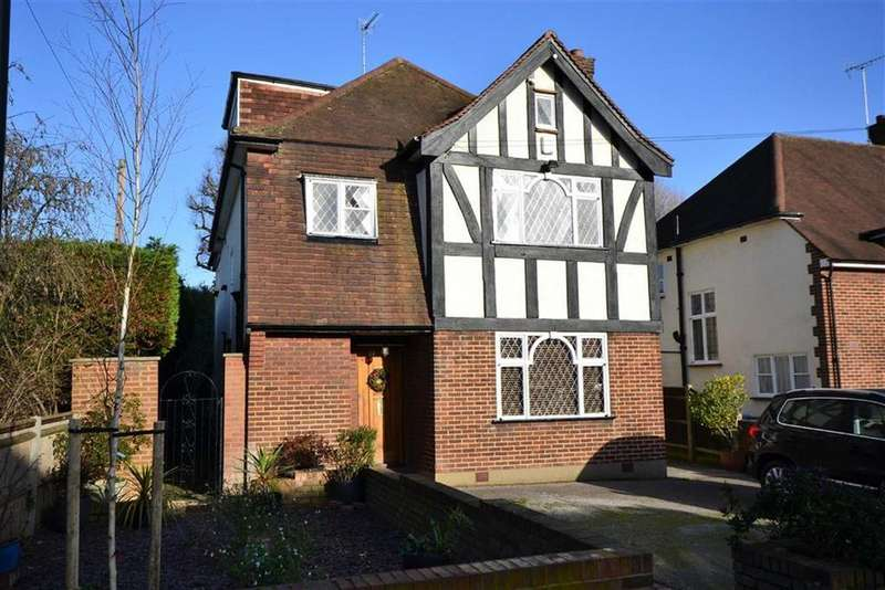6 Bedrooms Detached House for sale in Rowantree Road, Enfield, Middlesex