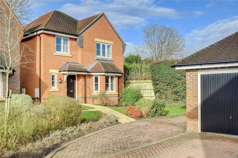 4 Bedrooms Detached House for sale in Piggott Place, Petersfield, Hampshire