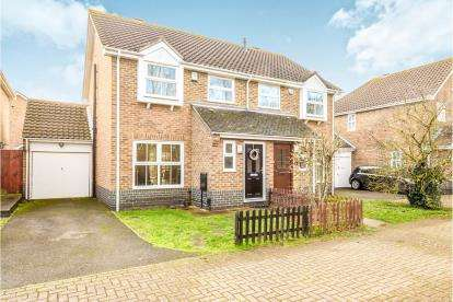 3 Bedrooms Semi Detached House for sale in Mitre Close, Riverfield Drive, Bedford, Bedfordshire
