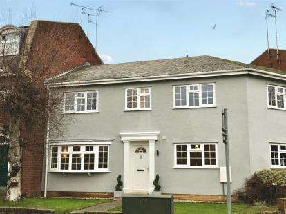 3 Bedrooms Terraced House for sale in The Crescent, Stretton Road, Great Glen, Leicester
