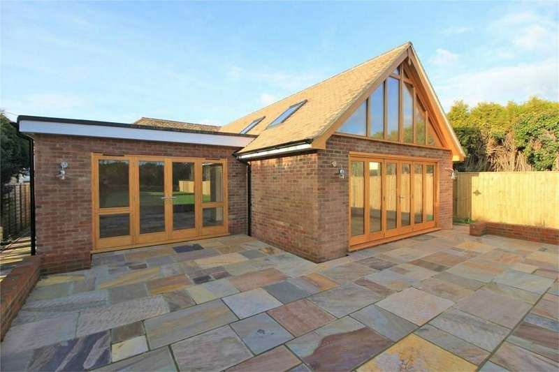 3 Bedrooms Detached House for sale in Peartree Lane, BEXHILL-ON-SEA, East Sussex