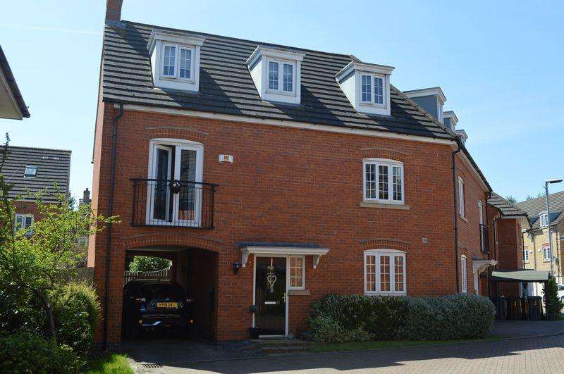 4 Bedrooms End Of Terrace House for sale in Carnoustie Drive, Lincoln
