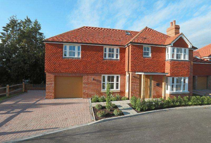 5 Bedrooms Detached House for sale in Haywards Road, Haywards Heath