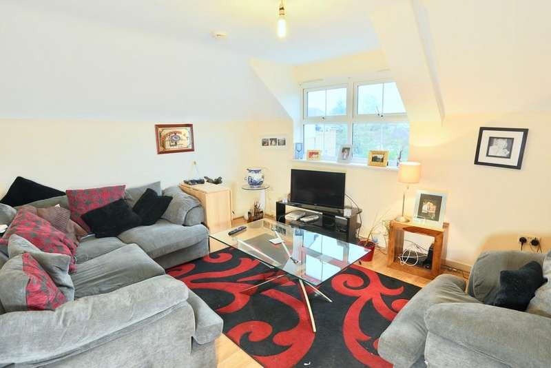 2 Bedrooms Flat for sale in SLOUGH, BERKSHIRE