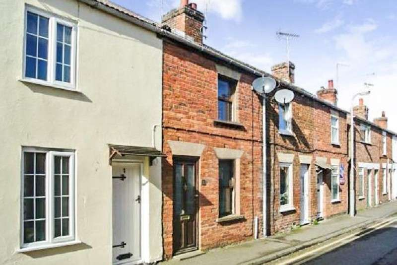 2 Bedrooms Terraced House for sale in Hereward Street, Bourne, Lincolnshire. PE10 9EX