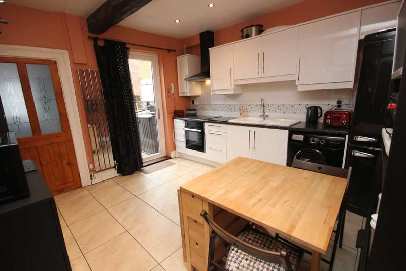 3 Bedrooms Terraced House for sale in Fountain Street, Hyde