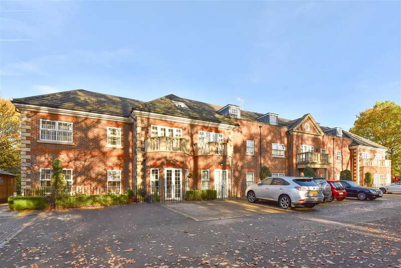 3 Bedrooms Apartment Flat for sale in Wellesley Court, Dukes Ride, Crowthorne