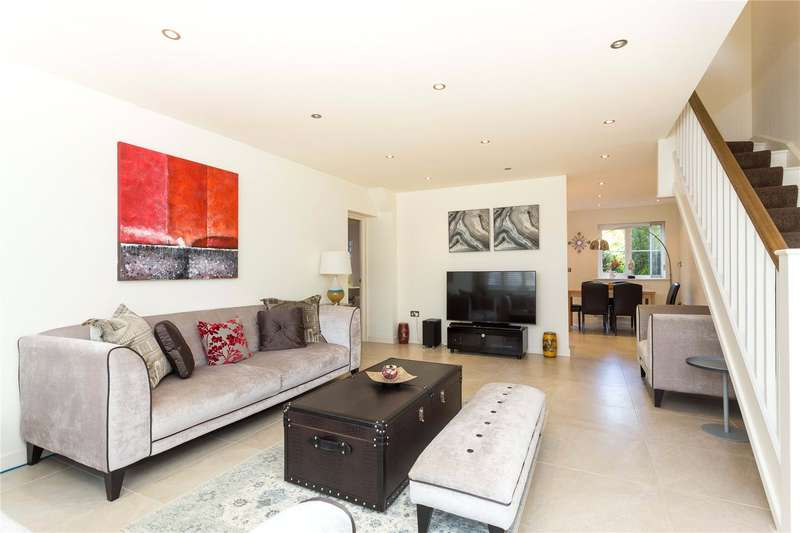 4 Bedrooms Semi Detached House for sale in Queen Mary Villas, Fieldhouse Close, South Woodford, London