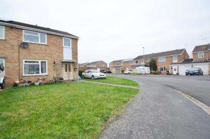 3 Bedrooms Semi Detached House for sale in Fairmead Crescent, Rushden, Northamptonshire