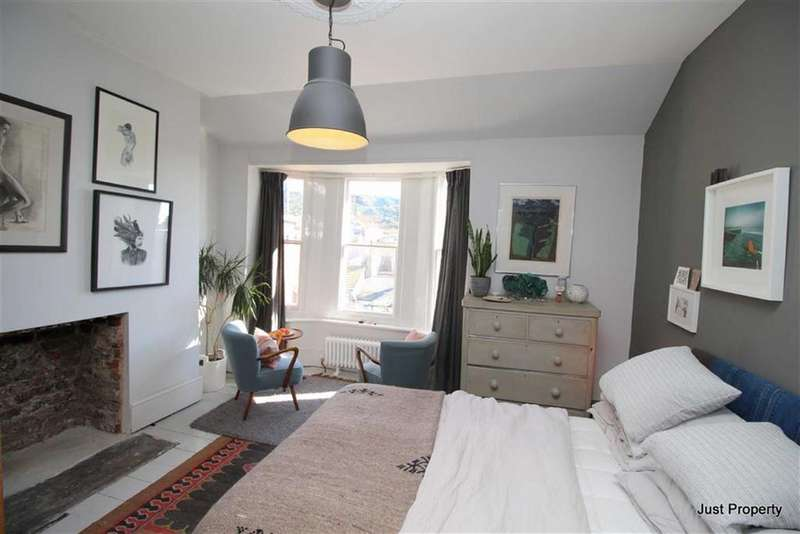 3 Bedrooms End Of Terrace House for sale in Sinnock Square, Hastings