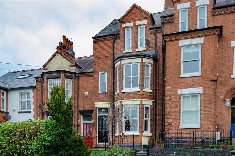5 Bedrooms Semi Detached House for sale in Hollycroft, Hinckley