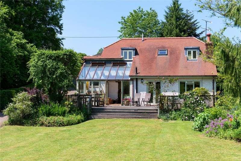 4 Bedrooms Detached House for sale in Reynards Road, Welwyn, Hertfordshire