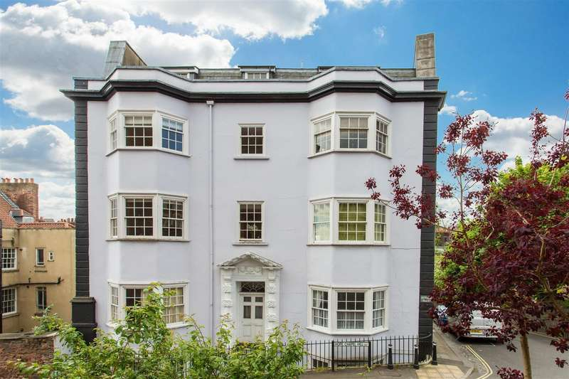 2 Bedrooms Flat for sale in Granby Hill, Clifton