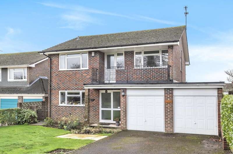 4 Bedrooms Detached House for sale in Meadowlands, Rowlands Castle, PO9