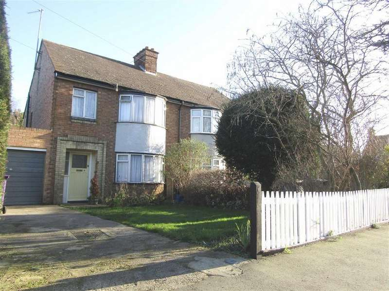 3 Bedrooms Semi Detached House for sale in Strathmore Avenue, Hitchin, SG5