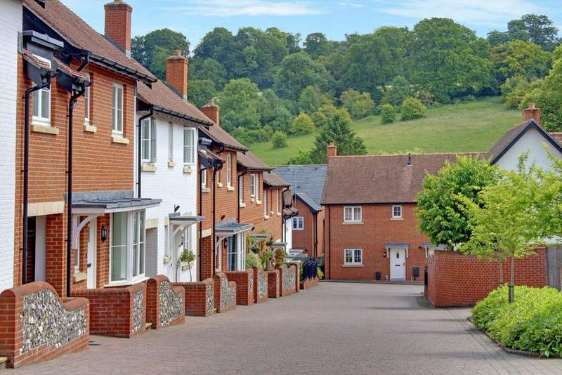 2 Bedrooms Terraced House for sale in THE MALTINGS, HAMBLEDON