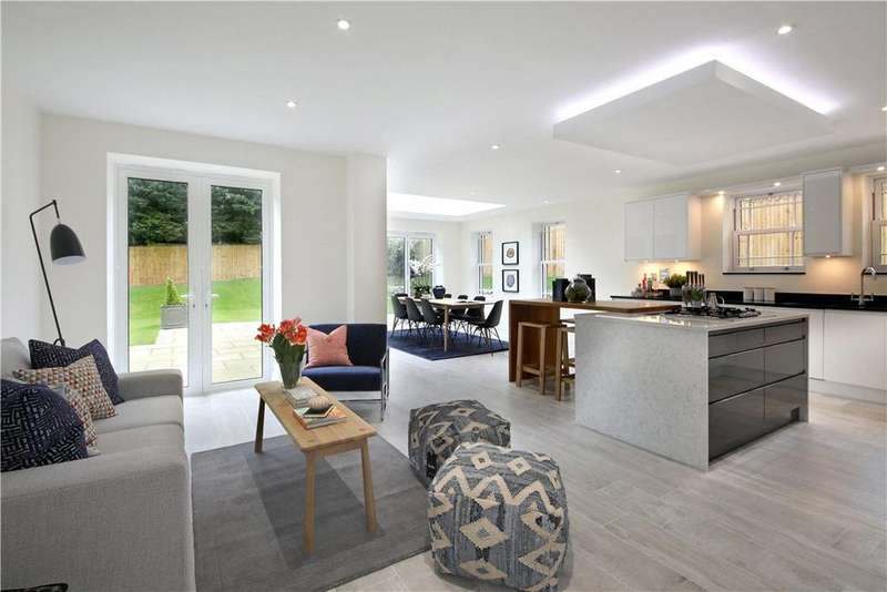 5 Bedrooms Detached House for sale in Clappers Lane, Chobham, Surrey, GU24