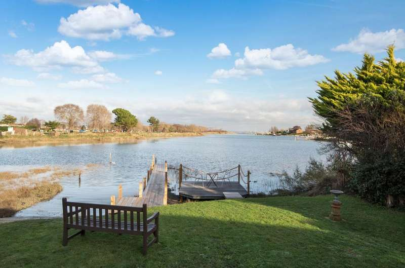 3 Bedrooms Detached Bungalow for sale in Southwood Road, Hayling Island, PO11