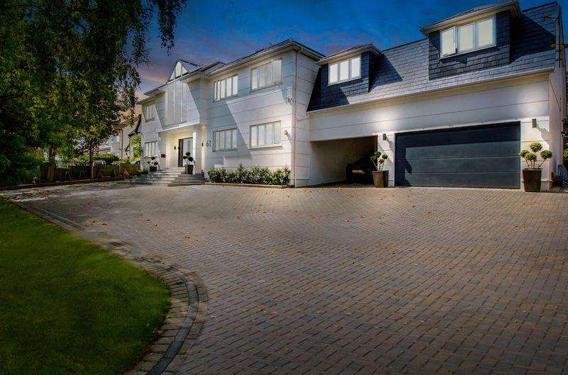 8 Bedrooms Detached House for sale in Tolmers Road, Cuffley