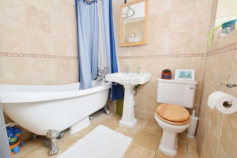 3 Bedrooms Terraced House for sale in Roman Road , Colchester , CO1
