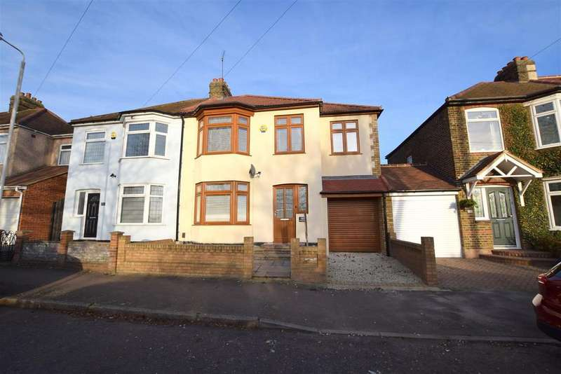 4 Bedrooms Semi Detached House for sale in Hainault Road, Romford