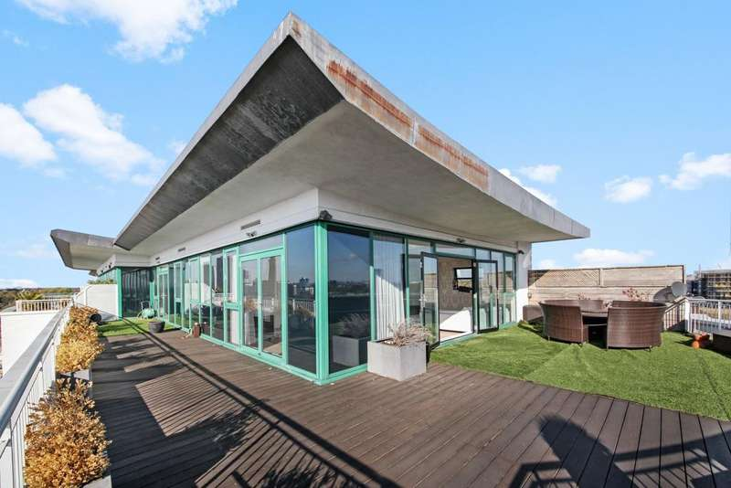 2 Bedrooms Penthouse Flat for sale in Rivers House, Middlesex, TW80ES