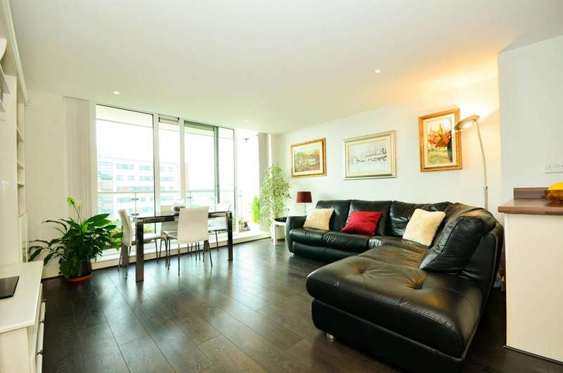 2 Bedrooms Flat for sale in Fathom Court, Gallions Reach, E16