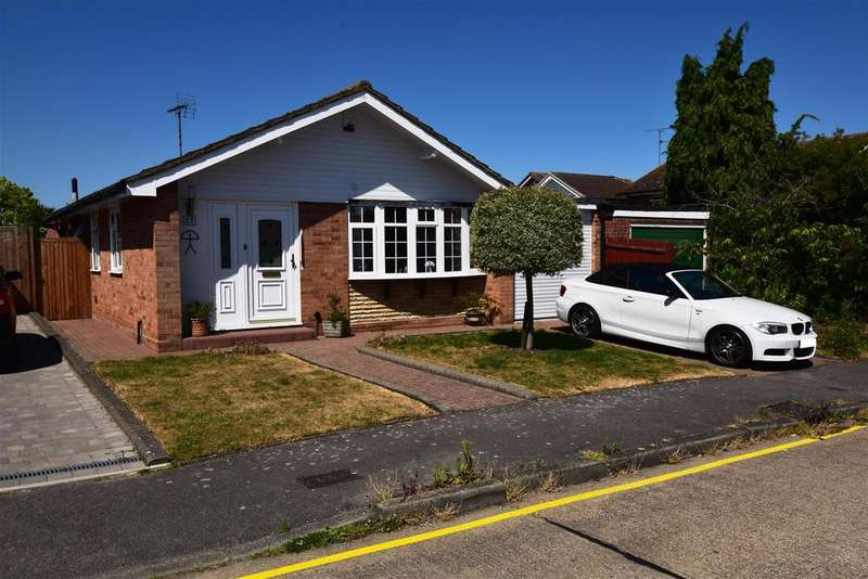 3 Bedrooms Bungalow for sale in Champions Way, South Woodham Ferrers
