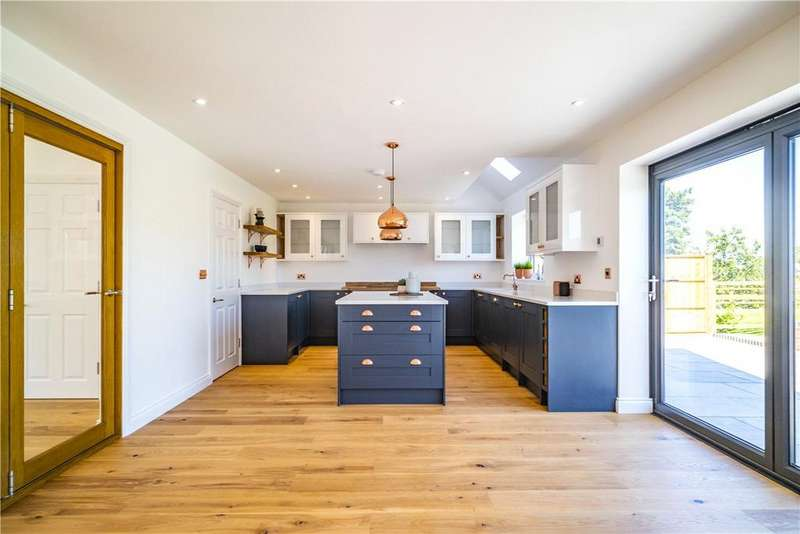 4 Bedrooms Detached House for sale in Mayfield Villas, Warnham Lane, Compton, Newbury, RG20