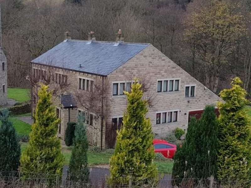 5 Bedrooms Detached House for sale in Berry Mill Lane, Huddersfield, West Yorkshire, HD3