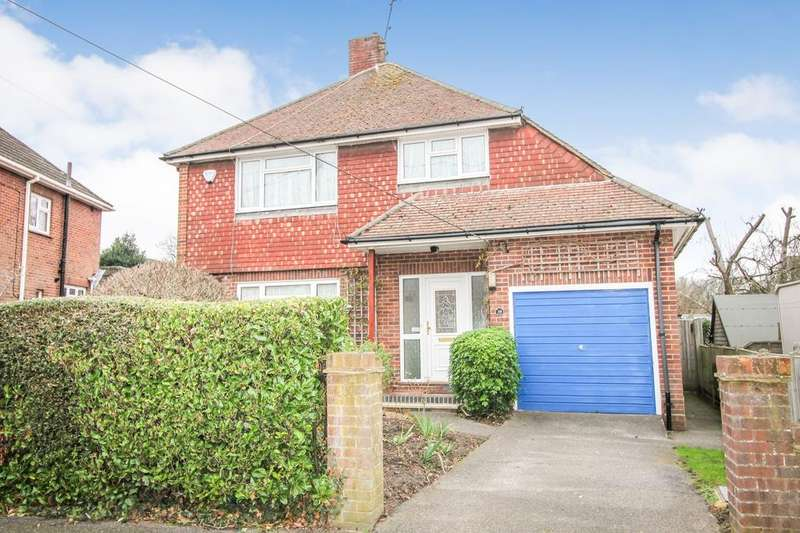 3 Bedrooms Detached House for sale in Elmsleigh Road, Farnborough , Hampshire, GU14